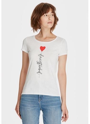 Mavi Kalp Baskılı İstanbul Tişört Beyaz